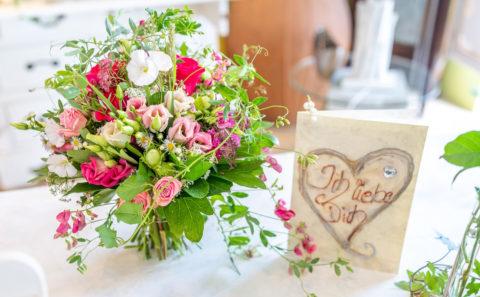 Hochzeitsfotograf / Wedding / Fotostyle Schindler / Straubing / Floristikwerkstatt Plep / Brautstrauß