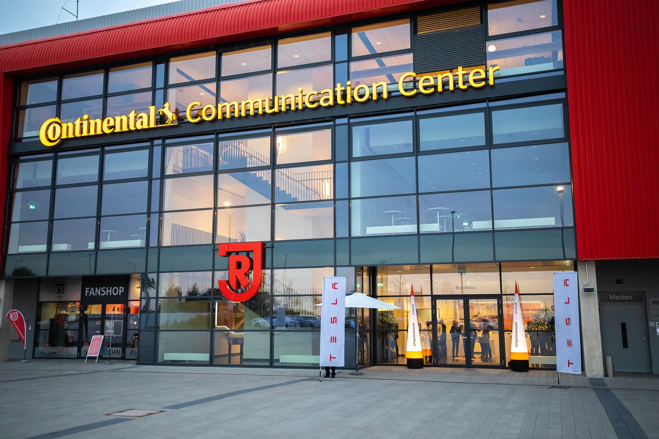 Uni Credit / Continental Arena / Tesla / Business / / Event / Fotostyle Schindler / Fotograf